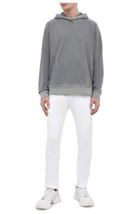 Мужские хлопковые брюки JACOB COHEN белого цвета, арт. J6177 02411-L/55 | Фото 2 (Материал внешний: Хлопок; Длина (брюки, джинсы): Стандартные; Случай: Повседневный; Мужское Кросс-КТ: Брюки-трикотаж; Стили: Спорт-шик)