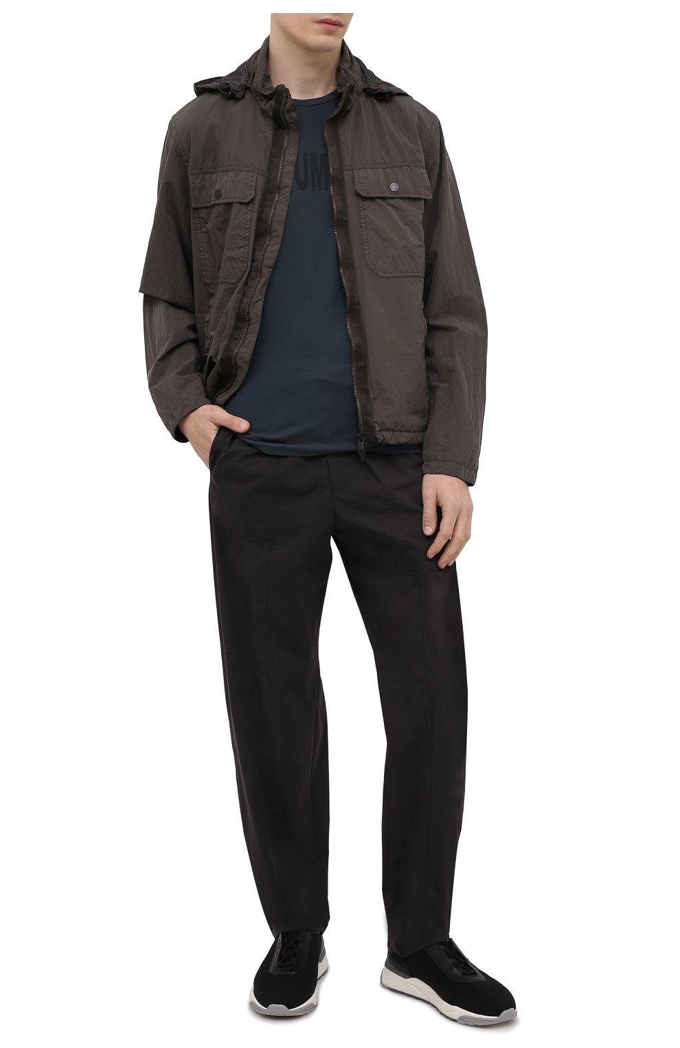 Мужские брюки EMPORIO ARMANI черного цвета, арт. A1P740/A1066   Фото 2 (Длина (брюки, джинсы): Стандартные; Случай: Повседневный; Материал внешний: Синтетический материал, Хлопок; Стили: Кэжуэл)