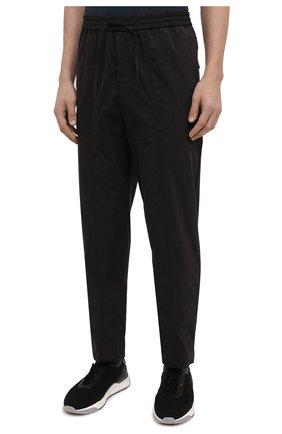 Мужские брюки EMPORIO ARMANI черного цвета, арт. A1P740/A1066   Фото 3 (Длина (брюки, джинсы): Стандартные; Случай: Повседневный; Материал внешний: Синтетический материал, Хлопок; Стили: Кэжуэл)