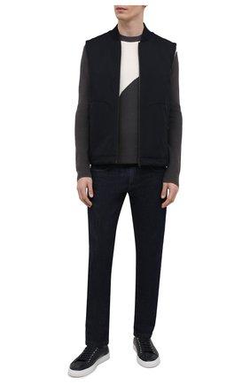 Мужской хлопковый свитер EMPORIO ARMANI серого цвета, арт. 3K1MT7/1MDCZ | Фото 2 (Длина (для топов): Стандартные; Рукава: Длинные; Материал внешний: Хлопок; Мужское Кросс-КТ: Свитер-одежда; Принт: С принтом; Стили: Кэжуэл)