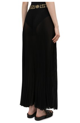 Женская плиссированная юбка VERSACE черного цвета, арт. ABD10032/1F00609 | Фото 4