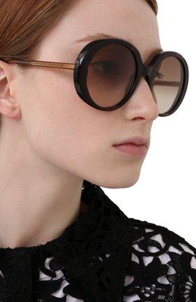 Женские солнцезащитные очки CHLOÉ коричневого цвета, арт. CH0007S | Фото 2