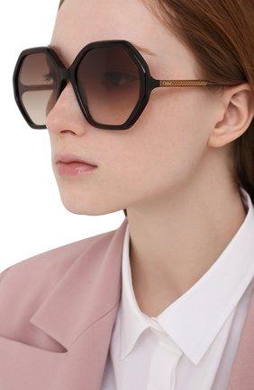Женские солнцезащитные очки CHLOÉ коричневого цвета, арт. CH0008S | Фото 2