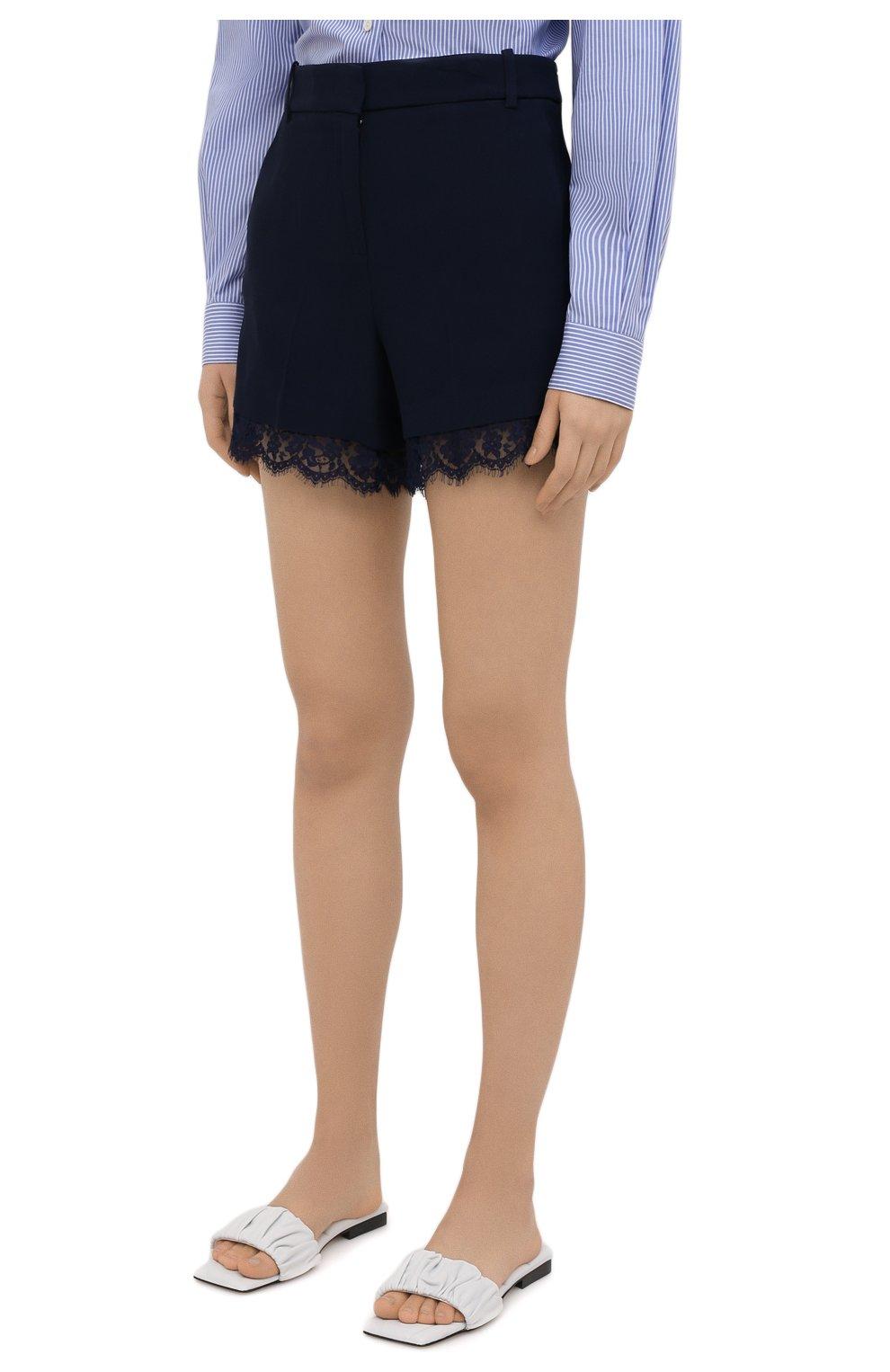 Женские шорты ERMANNO FIRENZE синего цвета, арт. D38ET PC06CRE | Фото 3 (Женское Кросс-КТ: Шорты-одежда; Длина Ж (юбки, платья, шорты): Мини; Материал внешний: Синтетический материал, Вискоза; Стили: Романтичный)