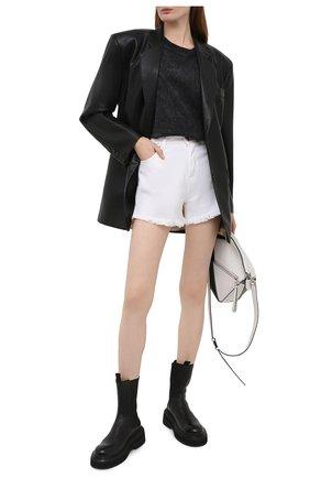 Женские джинсовые шорты TWO WOMEN IN THE WORLD белого цвета, арт. D0NY/A1HRT4 | Фото 2 (Длина Ж (юбки, платья, шорты): Мини; Материал внешний: Хлопок; Стили: Кэжуэл; Женское Кросс-КТ: Шорты-одежда; Кросс-КТ: Деним)