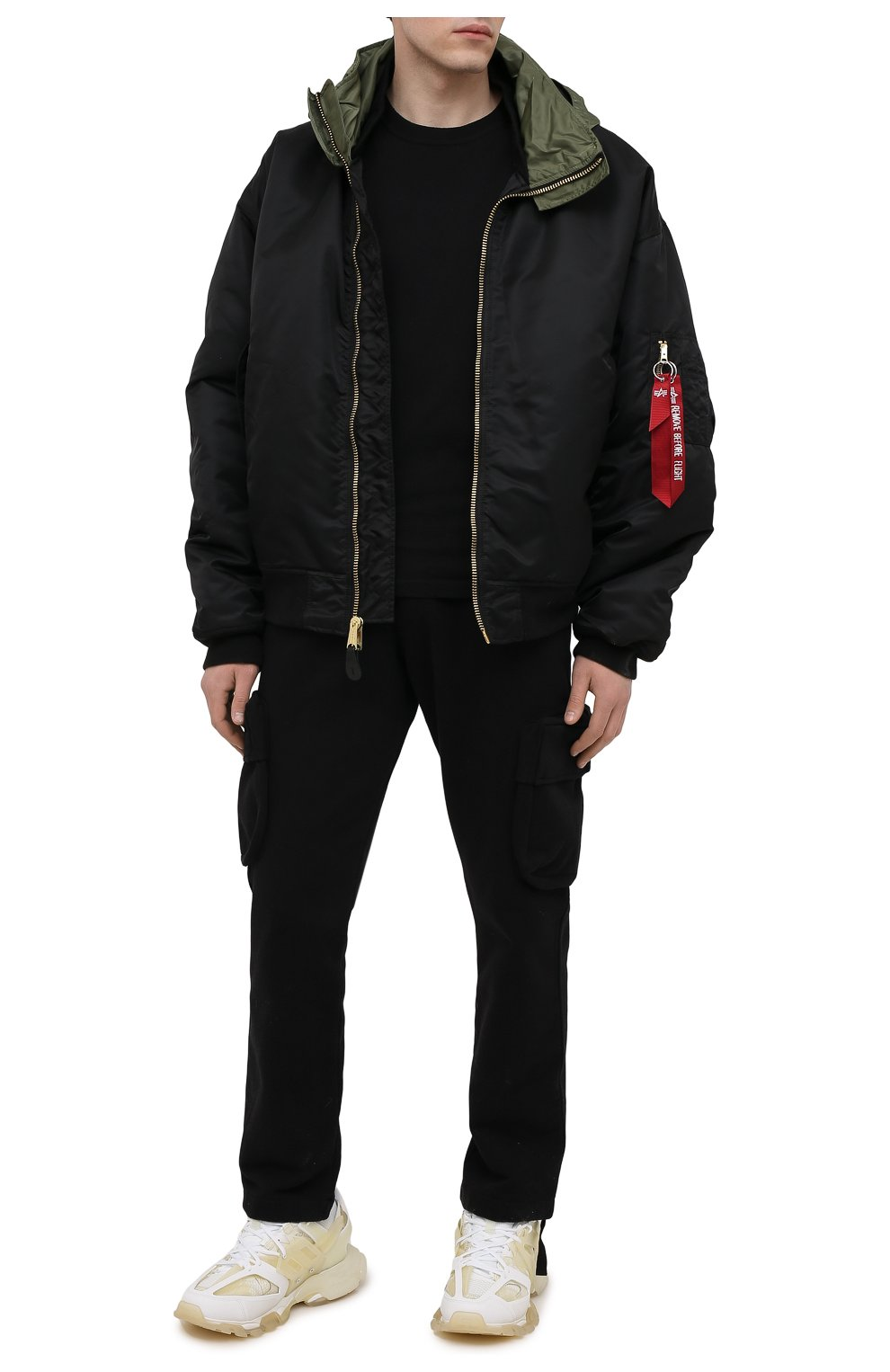 Мужские хлопковые брюки-карго OFF-WHITE черного цвета, арт. 0MCH036S21FLE001   Фото 2 (Силуэт М (брюки): Карго; Мужское Кросс-КТ: Брюки-трикотаж; Длина (брюки, джинсы): Стандартные; Случай: Повседневный; Стили: Гранж; Материал внешний: Хлопок)