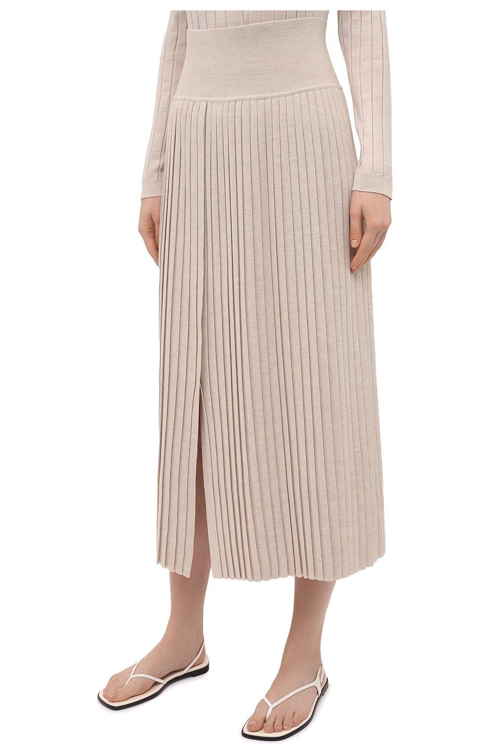 Женская юбка из шерсти и шелка THE ROW бежевого цвета, арт. 5678Y476 | Фото 3 (Материал внешний: Шерсть, Шелк; Женское Кросс-КТ: юбка-плиссе, Юбка-одежда; Кросс-КТ: Трикотаж; Длина Ж (юбки, платья, шорты): Макси; Стили: Кэжуэл)