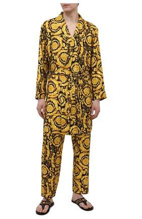 Мужской шелковый халат VERSACE желтого цвета, арт. AUU05062/A232999   Фото 2