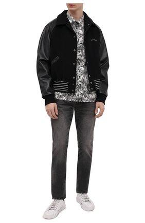 Мужские джинсы SAINT LAURENT серого цвета, арт. 597052/Y823D | Фото 2 (Материал внешний: Хлопок, Деним; Длина (брюки, джинсы): Стандартные; Кросс-КТ: Деним; Детали: Потертости; Стили: Кэжуэл; Силуэт М (брюки): Прямые)