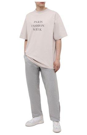 Мужские хлопковые брюки MAISON MARGIELA светло-серого цвета, арт. S50KA0552/S25508 | Фото 2