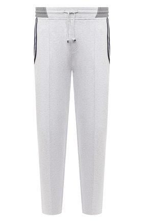 Мужские хлопковые брюки BRUNELLO CUCINELLI серого цвета, арт. M0T353373G | Фото 1 (Материал внешний: Хлопок; Мужское Кросс-КТ: Брюки-трикотаж; Кросс-КТ: Спорт; Длина (брюки, джинсы): Стандартные; Случай: Повседневный; Стили: Спорт-шик)