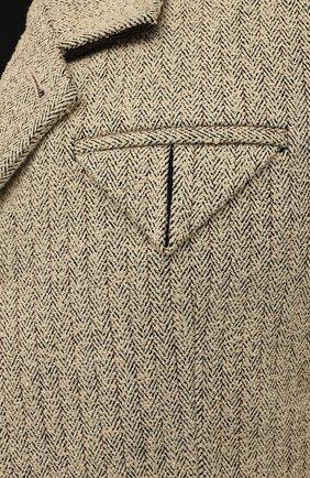 Мужской пиджак BOTTEGA VENETA бежевого цвета, арт. 656054/V00C0 | Фото 5 (Рукава: Длинные; Случай: Повседневный; Материал внешний: Синтетический материал, Хлопок; Длина (для топов): Стандартные; 1-2-бортные: Однобортные; Пиджаки М: Прямой; Стили: Минимализм; Материал подклада: Купро)