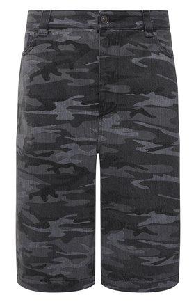 Мужские джинсовые шорты BALENCIAGA серого цвета, арт. 641464/TJW55   Фото 1 (Длина Шорты М: Ниже колена; Материал внешний: Хлопок, Деним; Принт: С принтом; Кросс-КТ: Деним; Стили: Милитари)