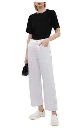 Женские джинсы GOLDEN GOOSE DELUXE BRAND серебряного цвета, арт. GWP00107.P000463 | Фото 2