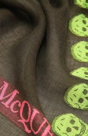 Женская шаль из шерсти и шелка ALEXANDER MCQUEEN хаки цвета, арт. 656400/3D27Q | Фото 2 (Материал: Шелк, Текстиль, Шерсть)