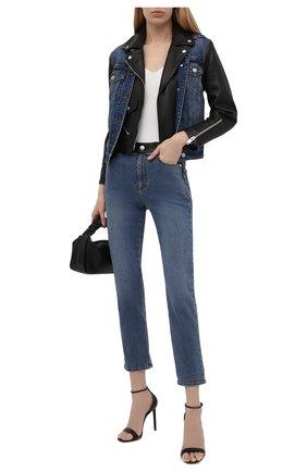 Женские джинсы ALEXANDER MCQUEEN синего цвета, арт. 653410/QZADD | Фото 2 (Материал внешний: Хлопок; Длина (брюки, джинсы): Стандартные; Детали: Потертости; Силуэт Ж (брюки и джинсы): Прямые; Стили: Гранж; Кросс-КТ: Деним)