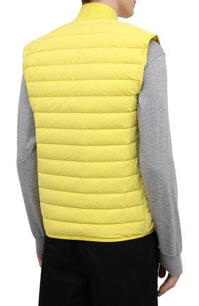 Мужской пуховый жилет STONE ISLAND желтого цвета, арт. 7415G0225 | Фото 4 (Кросс-КТ: Куртка, Пуховик; Материал внешний: Синтетический материал; Стили: Гранж; Материал подклада: Синтетический материал; Длина (верхняя одежда): Короткие; Материал утеплителя: Пух и перо)