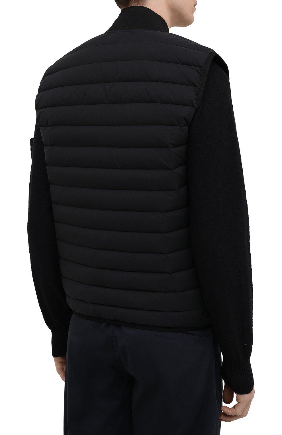 Мужской пуховый жилет STONE ISLAND черного цвета, арт. 7415G0225   Фото 4 (Кросс-КТ: Куртка, Пуховик; Материал внешний: Синтетический материал; Стили: Гранж; Материал подклада: Синтетический материал; Длина (верхняя одежда): Короткие; Материал утеплителя: Пух и перо)