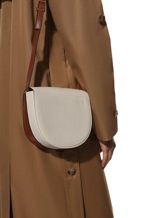 Женская сумка heel LOEWE белого цвета, арт. A894A01X02 | Фото 2 (Материал: Натуральная кожа; Сумки-технические: Сумки через плечо; Ремень/цепочка: На ремешке; Размер: mini)