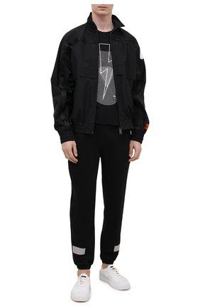 Мужские хлопковые джоггеры ICEBERG черного цвета, арт. 21E I1P0/B040/6300 | Фото 2 (Материал внешний: Хлопок; Длина (брюки, джинсы): Стандартные; Мужское Кросс-КТ: Брюки-трикотаж; Силуэт М (брюки): Джоггеры; Стили: Спорт-шик)