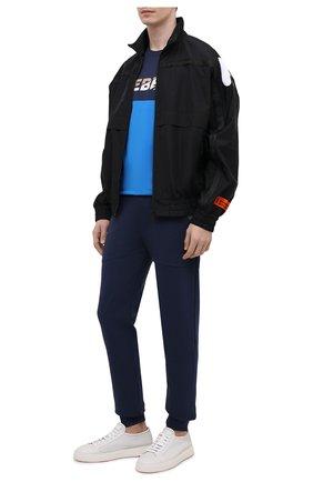 Мужские хлопковые джоггеры ICEBERG синего цвета, арт. 21E I1P0/B011/6302 | Фото 2 (Материал внешний: Хлопок; Длина (брюки, джинсы): Стандартные; Силуэт М (брюки): Джоггеры; Стили: Спорт-шик; Мужское Кросс-КТ: Брюки-трикотаж)
