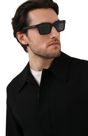 Мужские солнцезащитные очки PRADA черного цвета, арт. 06WS-1AB08G | Фото 2 (Тип очков: С/з; Оптика Гендер: оптика-мужское; Очки форма: Прямоугольные)