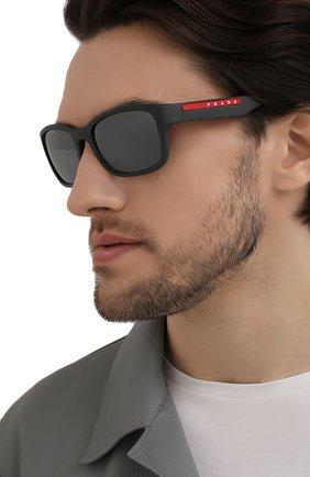 Мужские солнцезащитные очки PRADA LINEA ROSSA темно-серого цвета, арт. 05VS-UFK07H | Фото 2