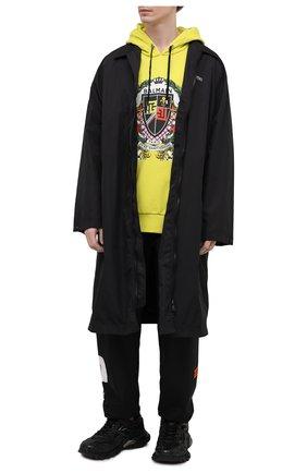 Мужской хлопковое худи BALMAIN желтого цвета, арт. VH0JT045/G056 | Фото 2 (Материал внешний: Хлопок; Рукава: Длинные; Длина (для топов): Стандартные; Стили: Гранж; Мужское Кросс-КТ: Худи-одежда; Принт: С принтом)