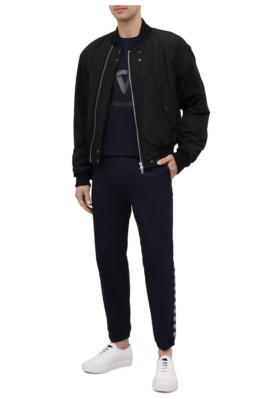 Мужские хлопковые джоггеры MONCLER темно-синего цвета, арт. G1-091-2A765-00-57448   Фото 2 (Длина (брюки, джинсы): Стандартные; Материал внешний: Хлопок; Стили: Спорт-шик; Силуэт М (брюки): Джоггеры)