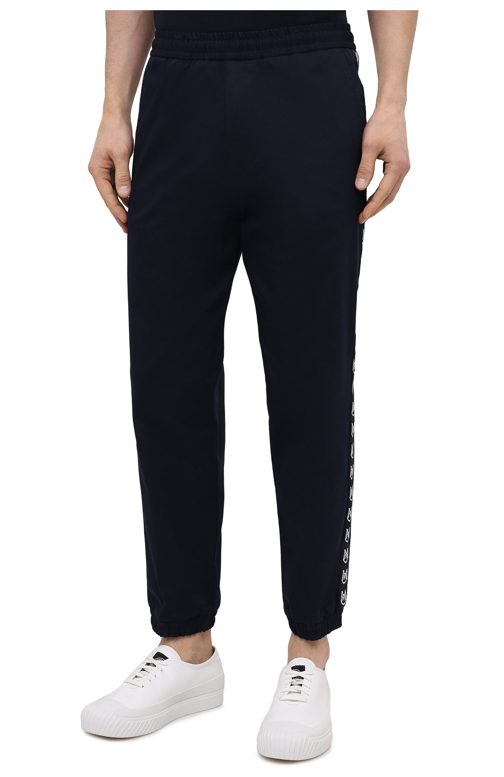 Мужские хлопковые джоггеры MONCLER темно-синего цвета, арт. G1-091-2A765-00-57448   Фото 3 (Длина (брюки, джинсы): Стандартные; Материал внешний: Хлопок; Стили: Спорт-шик; Силуэт М (брюки): Джоггеры)