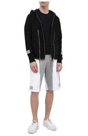 Мужские хлопковые шорты ICEBERG белого цвета, арт. 21E I1P0/D011/6300 | Фото 2 (Материал внешний: Хлопок; Стили: Спорт, Спорт-шик; Кросс-КТ: Трикотаж, Спорт; Принт: С принтом; Длина Шорты М: Ниже колена)