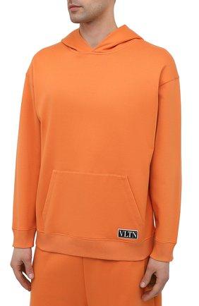 Мужской хлопковое худи VALENTINO оранжевого цвета, арт. VV0MF18F7EY | Фото 3 (Рукава: Длинные; Принт: Без принта; Длина (для топов): Стандартные; Мужское Кросс-КТ: Худи-одежда; Материал внешний: Хлопок; Стили: Кэжуэл)