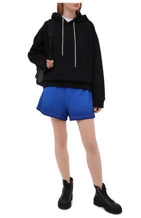 Женские хлопковые шорты OPENING CEREMONY синего цвета, арт. YWCI001S21FLE001 | Фото 2