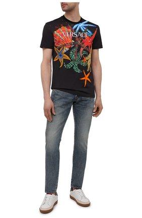 Мужская хлопковая футболка VERSACE черного цвета, арт. A89321/1F01209 | Фото 2 (Рукава: Короткие; Материал внешний: Хлопок; Длина (для топов): Стандартные; Принт: С принтом; Стили: Кэжуэл)