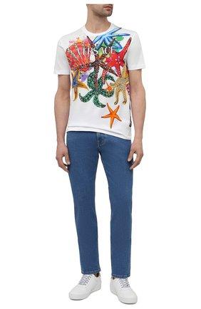 Мужские джинсы VERSACE синего цвета, арт. A81832/1F01111 | Фото 2