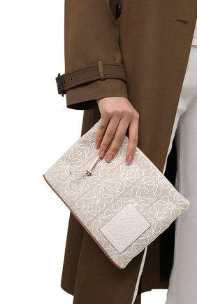 Женский клатч oblong LOEWE кремвого цвета, арт. C730C63X15 | Фото 2 (Размер: medium; Материал: Текстиль; Женское Кросс-КТ: Клатч-клатчи)