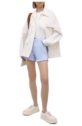 Женские джинсовые шорты TWO WOMEN IN THE WORLD голубого цвета, арт. D0NY/A1HRT4 | Фото 2 (Стили: Спорт-шик; Кросс-КТ: Деним; Женское Кросс-КТ: Шорты-одежда; Материал внешний: Хлопок; Длина Ж (юбки, платья, шорты): Мини)