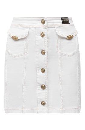 Женская джинсовая юбка VERSACE JEANS COUTURE белого цвета, арт. A9HWA37I-WDP857/HRF4N | Фото 1