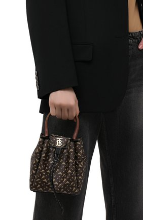 Женская сумка peony BURBERRY темно-коричневого цвета, арт. 8031654 | Фото 2 (Сумки-технические: Сумки top-handle, Сумки через плечо; Материал: Экокожа; Размер: mini; Ремень/цепочка: На ремешке)