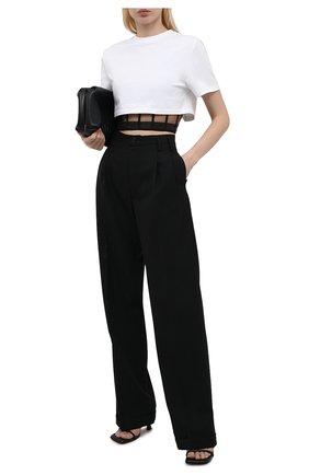 Женская хлопковая футболка ALEXANDER MCQUEEN белого цвета, арт. 653743/QLAA6 | Фото 2 (Материал подклада: Синтетический материал; Рукава: Короткие; Материал внешний: Хлопок; Длина (для топов): Укороченные; Женское Кросс-КТ: Футболка-одежда; Стили: Гламурный; Принт: Без принта)