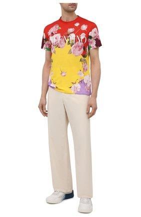 Мужская хлопковая футболка VALENTINO разноцветного цвета, арт. VV0MG09S7EP | Фото 2 (Длина (для топов): Стандартные; Материал внешний: Хлопок; Принт: С принтом; Стили: Романтичный; Рукава: Короткие)