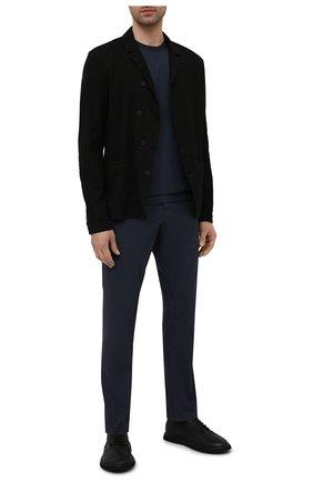 Мужские хлопковые брюки TRANSIT темно-синего цвета, арт. CFUTRNB110 | Фото 2 (Стили: Минимализм; Длина (брюки, джинсы): Стандартные; Силуэт М (брюки): Чиносы; Материал внешний: Хлопок; Случай: Повседневный)