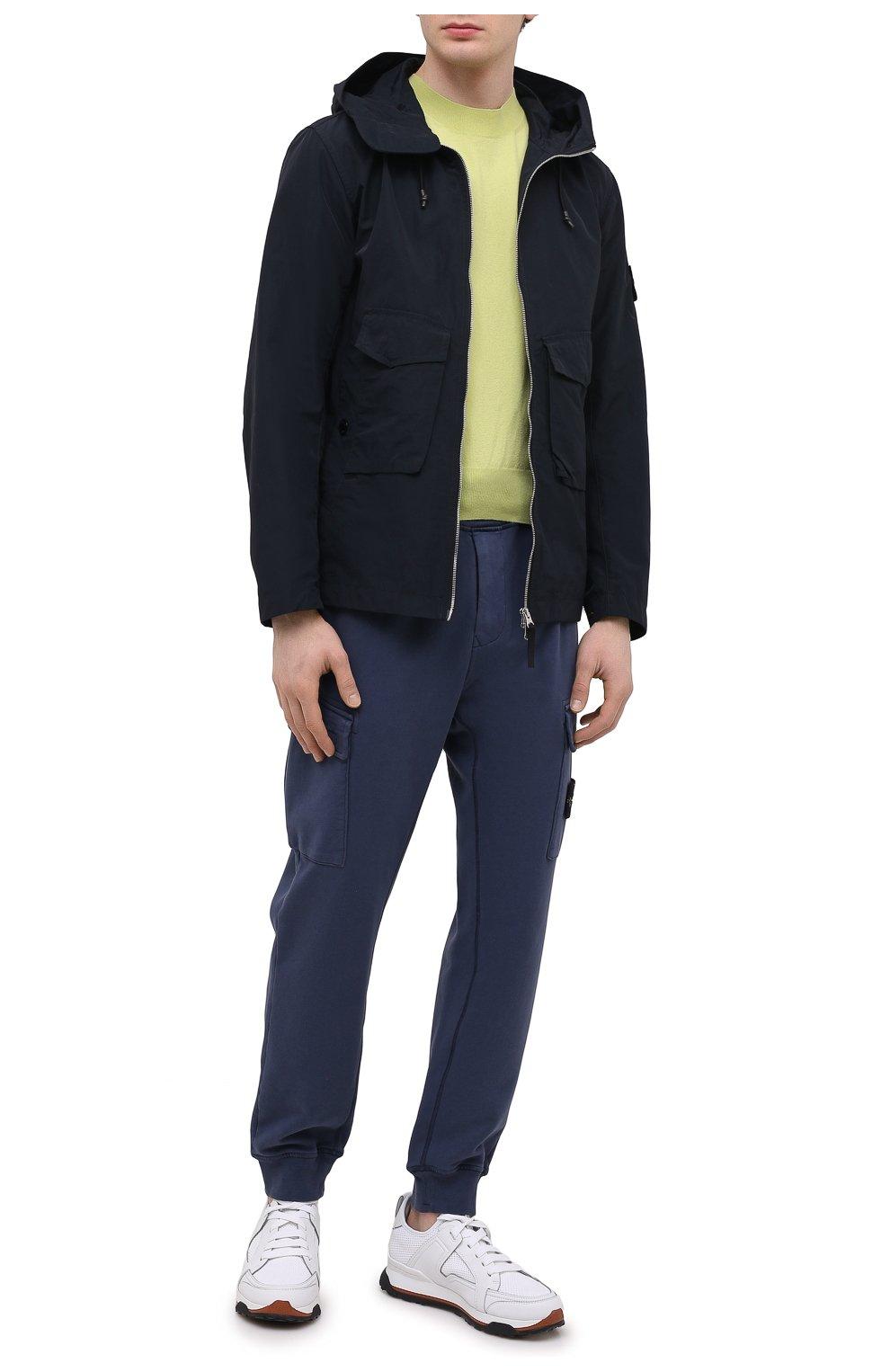 Мужские хлопковые джоггеры STONE ISLAND темно-синего цвета, арт. 741565251   Фото 2 (Силуэт М (брюки): Карго, Джоггеры; Мужское Кросс-КТ: Брюки-трикотаж; Длина (брюки, джинсы): Стандартные; Материал внешний: Хлопок; Стили: Спорт-шик)