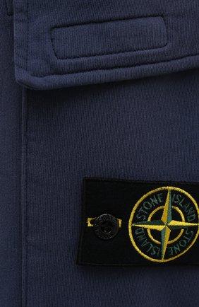 Мужские хлопковые джоггеры STONE ISLAND темно-синего цвета, арт. 741565251   Фото 5 (Силуэт М (брюки): Карго, Джоггеры; Мужское Кросс-КТ: Брюки-трикотаж; Длина (брюки, джинсы): Стандартные; Материал внешний: Хлопок; Стили: Спорт-шик)
