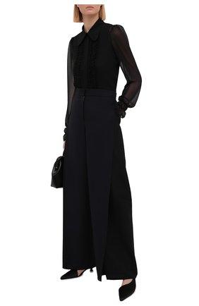 Женская блузка VICTORIA BECKHAM черного цвета, арт. 1221WSH002524C | Фото 2 (Длина (для топов): Стандартные; Стили: Романтичный; Рукава: Длинные; Женское Кросс-КТ: Блуза-одежда; Материал внешний: Синтетический материал; Принт: Без принта)