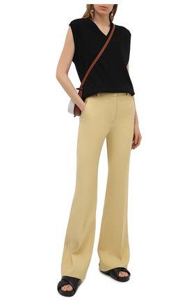Женские шерстяные брюки VICTORIA BECKHAM желтого цвета, арт. 1221WTR002664A | Фото 2