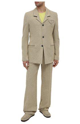 Мужские брюки BOTTEGA VENETA бежевого цвета, арт. 657796/V00C0 | Фото 2 (Случай: Повседневный; Материал внешний: Синтетический материал, Хлопок; Стили: Минимализм; Длина (брюки, джинсы): Стандартные)