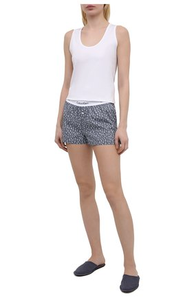 Женские хлопковые шорты CALVIN KLEIN серого цвета, арт. QS6080E | Фото 2