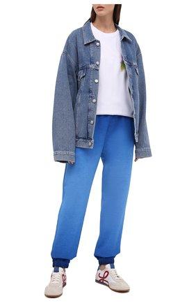 Женские хлопковые джоггеры OPENING CEREMONY синего цвета, арт. YWCH003S21FLE001 | Фото 2