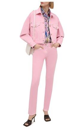 Женская джинсовая куртка VERSACE светло-розового цвета, арт. A88851/A236174 | Фото 2 (Материал внешний: Хлопок; Длина (верхняя одежда): Короткие; Рукава: Длинные; Кросс-КТ: Куртка, Деним; Стили: Романтичный)